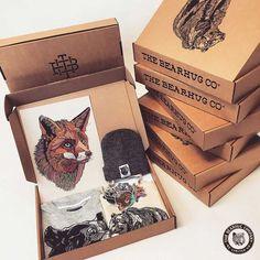 Best t-shirt packaging ideas inspiration 29 Ideas Cool Packaging, Packaging Ideas, T Shirt Packaging, T Shirt Designs, Box Design, Label Design, Limited Edition Packaging, Clothing Packaging, Boxing T Shirts