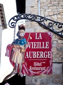 La Vieille Auberge du Mont Saint Michel is a hostel that immortalizes the welcome of the pilgrims in an exceptional setting.