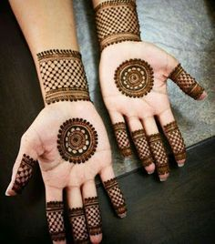 From Mehndi Design has a very special place in our hearts because of its simplicity and unique nature. Post Mehndi Design Round Design can be achieved Circle Mehndi Designs, Round Mehndi Design, Mehandi Design For Hand, Mehndi Designs For Kids, Simple Arabic Mehndi Designs, Henna Tattoo Designs Simple, Full Hand Mehndi Designs, Henna Art Designs, Mehndi Designs For Beginners