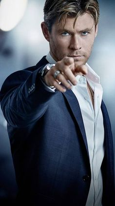 Hey guys, this man is very class,style and very handsome ! Hemsworth Brothers, Chris Hemsworth Thor, Z Cam, Australian Actors, Richard Gere, Melbourne, Marvel Films, Man Thing Marvel, Poses For Men