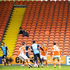 Meanwhile inside... #BlackpoolFC #LeytonOrient #LeagueTwo #emptystands #fanprotest #boycott #OystonOut #Blackpool #Orient #EFL #sportshooter #sportsphotography #editorial #getty #reuters #afp #pressassociation #sportsagency #sportsphoto #sportsphotographer #newsphotographer #pressphoto #pressphotography #pressphotographer #newsphotography #editorialphotography #editorialphotographer.