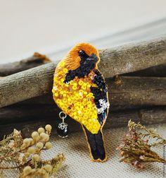 """Купить Вышитая брошь птичка """"Eclipse"""" - брошь птичка, вышитая брошь, украшение с вышивкой, oriole, bird, brooch"""