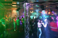Dansen op muziek uit de jaren 80 en 90