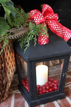 Christmas Lantern Decoration Ideas, Love these simple ideas.