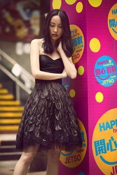 Campanha Coleção Hong Kong Primavera/Verão 2016 SS16 China. Vestido de festa curto preto, tomara-que-caia