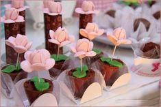 Sucesso garantido: Faça e venda forminhas para doces finos- vários moldes Bunny Party, Bird Party, Kids Birthday Themes, First Birthday Parties, Chocolates, Ben And Holly, Sweet Corner, Hawaiian Luau Party, Chocolate Brands