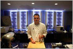 Molecular Gastronomy Guru Chef Homaro Cantu : Moto Restaurant