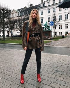Color shoes – Emili Sindlev Forget shoes, belted man's blazer!