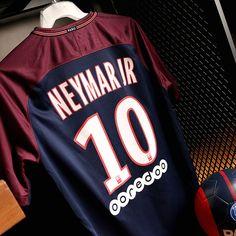Camiseta Neymar PSG 17/18 Foto: Marcela Sansalvador para Futbolmania