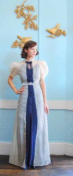I have fallen more and more in love with this dress. I think it would suit me perfectly.