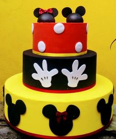 bolo fake minnie E Mickey #bolofakeminnie #bolominnie #festaminnie #minnie Bolo Fake Minnie, Birthday Cake, Desserts, Food, Pink Bows, Candy Table, Cake Ideas, Cake Toppers, Tailgate Desserts