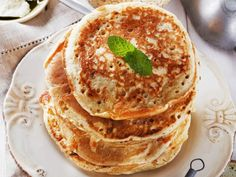 Deliciously Healthy Pancakes via Julianne Hough Oat Pancakes, Protein Pancakes, Peach Smoothie Recipes, Smoothies, Cooking Recipes, Healthy Recipes, Breakfast Recipes, Brunch, Carrot