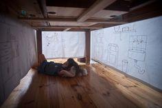 Un hogar debajo de la mesa
