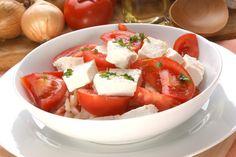 Recipe for Domata Salata, also known as a traditional Greek tomato salad. Healthy Greek Recipes, Italian Recipes, Italian Foods, Tomato Salad Recipes, Mediterranean Diet Recipes, Greek Salad, Coleslaw, Caprese Salad, Eat