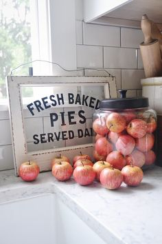 Farmhouse Apple Home Decor Ideas to add Fall Charm - The Cottage Market - Adding some Fall Charm to your Farmhouse is such a wonderful thing! It is kind of amazing what so - Fall Home Decor, Autumn Home, Diy Home Decor, Decor Crafts, Rustic Decor, Farmhouse Decor, Farmhouse Style, Prim Decor, Farmhouse Signs