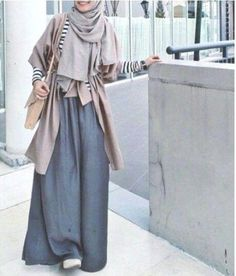 maxi skirt with neutral outfit- Neutral hijab outfit ideas www. Casual Hijab Outfit, Hijab Chic, Hijab Dress, Ootd Hijab, Modest Outfits, Modest Fashion, Fashion Outfits, Fashion Muslimah, Abaya Fashion