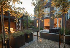 Sfeervolle leeftuin met veranda in Loenen aan de Vecht