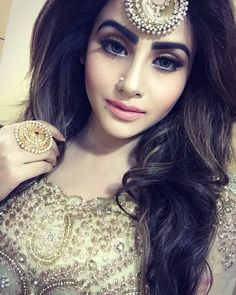 hot women Gifts that Keeps On bouncing Early morning BooBers be a bouncing Stylish Girls Photos, Stylish Girl Pic, Bridal Earrings, Bridal Jewelry, Head Jewelry, Jewellery, Tikka Hairstyle, Bridal Makeover, Stylish Dpz