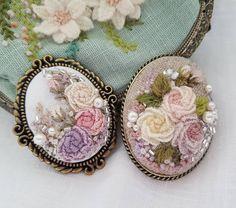 "210 Likes, 5 Comments - 프랑스자수.한땀 한땀 설렘과 평온함. (@embroidery_flower) on Instagram: ""자수브로치..이번엔 울사입니다^^#embroidery needlepoint #stitching #bordado##bordados#handmade #ricamo…"""