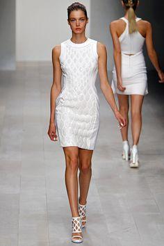David Koma Spring 2013 RTW - Review - Vogue#/collection/runway/spring-2013-rtw/david-koma/17