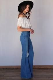 Bell bottoms first appeared in the but has recently come back into popularity. You can find them online and in numerous department stores. 70s Fashion, Vintage Fashion, Fashion Outfits, Womens Fashion, Estilo Hippie, Hippie Chic, 70s Hippie, Spring Summer Fashion, Autumn Fashion