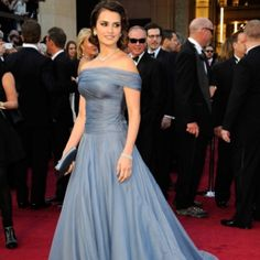 Penélope Cruz - Oscar 2012 - my fav of the night! Beautiful color