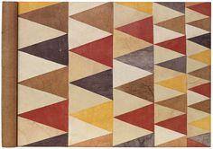 Techniek:Geelbruin japans papier en zijdepapier dat bruinpaars, roze, rood, beige, geelbruin en oranjegeel geverfd is