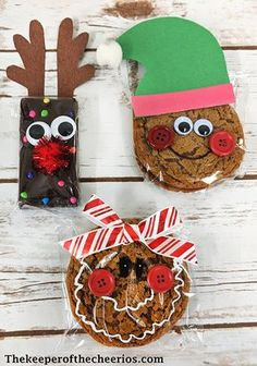 Kids Christmas Treats prepackaged treat idea You can find Kids christmas and more on our we. Kids Christmas Treats, School Christmas Party, Homemade Christmas Gifts, Noel Christmas, Winter Christmas, Christmas Decorations, Christmas Sweets, Class Christmas Gifts, Holiday Snacks