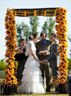 20 Amazing Non-Traditional Altars For An Outdoor Wedding   Weddingomania