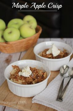 Maple Apple Crisp recipe, combining the traditional and easy apple crisp dessert with a delicious maple taste. Mmmm!