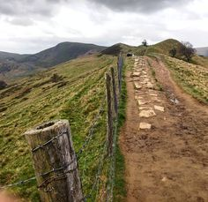 Un chemin vers l'un des plus beaux panoramas de Peak District  #omgb  #lovegreatbritain by chris_voyage #travel