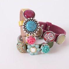 Mooie leren armbanden met kleurrijke buttons van Sari Design. Stel zelf je eigen unieke armband samen. | http://www.widaro.nl/merken/sari-design.html