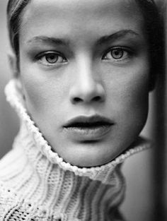 the curious bumblebee: Photo Carolyn Murphy, Black And White People, Black And White Stars, Lauren Hutton, Portrait Photography, Fashion Photography, Splendour In The Grass, Portraits, Photo Black
