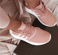 Trendy sneakers femme adidas nmd Ideas, - Trendy shoes for women - Schuhe Tennis Shoes Outfit, Women's Shoes, Shoe Boots, Shoes Men, New Style Shoes, Shoe Shoe, Pink Shoes, Dance Shoes, Moda Sneakers
