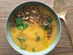 wortel-pastinaaksoep met dukkah