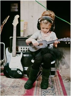Kids, music and technology. Cute Kids, Cute Babies, 3 Kids, Pub Radio, Newborn Bebe, Online Music Lessons, El Rock And Roll, Stoner Rock, Toddler Girls