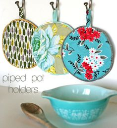 Piped pot holders tutorial by Virginia Lindsay of Gingercake