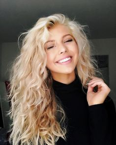 See here the creative and most famous shades of blond balayage hair colors. You know blonde and balayage are so much demanding hair colors nowadays among ladies of various age groups. Easy Hairstyles For Long Hair, Pretty Hairstyles, Natural Curly Hairstyles, Permed Hairstyles, Braided Hairstyles, Hair Game, Dream Hair, Gorgeous Hair, Beautiful Long Hair