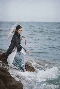 Tao, wishing to return to the sea after losing Shi.