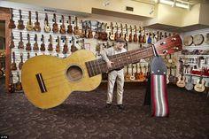 World's largest ukulele:Lawrence Stump, from Lansing, MI, USA, has the…