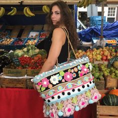 Monday morning, best time to visit the market! Hippie Crochet, Crochet Home, Crochet Gifts, Crochet Handbags, Crochet Purses, Diy Your Bag, Crochet Shawl, Knit Crochet, Crochet Designs