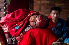 La diosa viviente #Kumari en su aparición pública en Bungamati, en las afueras de #Katmandú, #Nepal #Children #Asia #Infancia (via @Xinhua9 twitter)