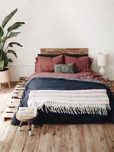 40 Best Minimalist Bedroom Design You Must Try 2019 Master Bedroom Design, Home Bedroom, Bedroom Decor, Bedroom Ideas, Bed Ideas, Bedding Decor, Master Bedrooms, Bedroom Inspo, Bedroom Designs