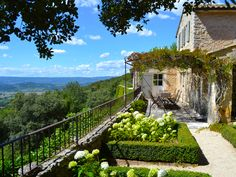 Bonnieux Villa, Provence, South of France, holiday rental by Petersham Properties Luberon Provence, Provence France, Bonnieux, Villa Provence, French Country Farmhouse, French Countryside, Beautiful Gardens, Beautiful Homes, Beautiful Places