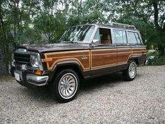 Traveled the U.S. back roads in a '77 Jeep wagoneer like this one.