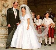 When Dom Duarte married the Portuguese noblewoman Isabel de Herédia twenty years ago on May 1995 Casa Real, Royal Brides, Royal Weddings, Royal Life, Royal House, Portugal, Royal Photography, Portuguese Culture, Royal Jewelry