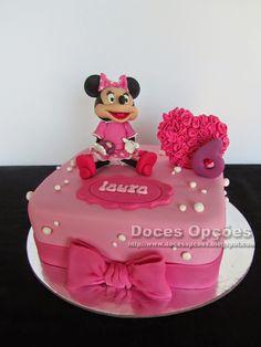 Doces Opções: Bolo de aniversário com a Minnie Mouse