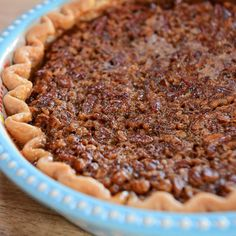 Drunken Pecan Pie By Ree Drummond Pioneer Woman Desserts, Pioneer Woman Recipes, Winter Desserts, Just Desserts, Delicious Desserts, Ree Drummond, Food Network Recipes, Thanksgiving Recipes, Holiday Recipes