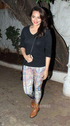 Sonakshi Sinha was spotted at a suburban Mumbai party hangout. Sonakshi Sinha Saree, Kareena Kapoor Pics, Indian Bollywood Actress, Bollywood Girls, Bollywood Heroine, Bollywood Fashion, Yoga Pants Girls, Most Beautiful Indian Actress, Indian Dresses
