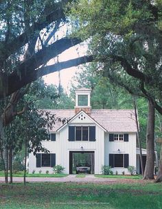 Lowcountry Carriage House - Traditional - Exterior - by Historical Concepts Historical Concepts, Backyard Sheds, Backyard Buildings, Backyard Landscaping, Richmond Hill, Traditional Exterior, Concept Home, Concept Architecture, Vernacular Architecture